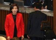"""윤소하의 나경원 '저격'에 한국당 """"예의없다"""" 본회의장 퇴장"""