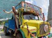 인도 간 '아마존' 베조스, 6년전엔 환영 받았는데…