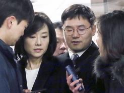 조윤선 장관에 질문하는 기자들 막는 문체부 직원들