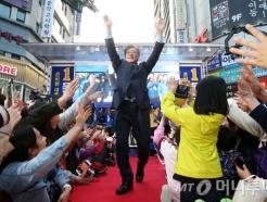 부산서 환대받은 문재인 후보