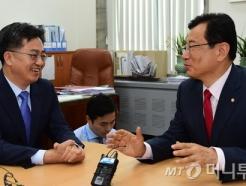 野 정책위의장 만난 김동연 경제부총리