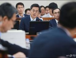 기재위 출석한 김동연 부총리