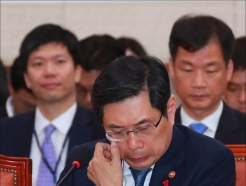 박상기 법무장관, '특활비' 집중포화