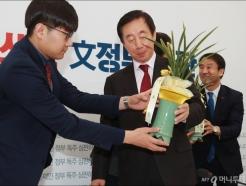 김성태 '대통령 축하, 고맙지만...'