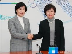 조배숙-추미애 '손잡은 女 당대표들'