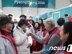 김정숙 여사 '올림픽 자원봉사자들과 함께'