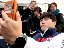 윤성빈, '팬들과 셀카는 기본'