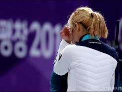 눈물 훔치는 김보름