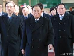 입경하는 김영철-리선권 등 北 고위급 대표단