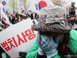 오열하는 박근혜 지지자들