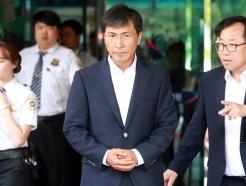 '성폭행 협의' 안희정, 1심 무죄