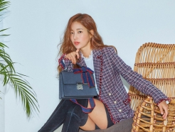 기은세 화보, 우아한 클래식 패션…발랄한 '가방' 포인트