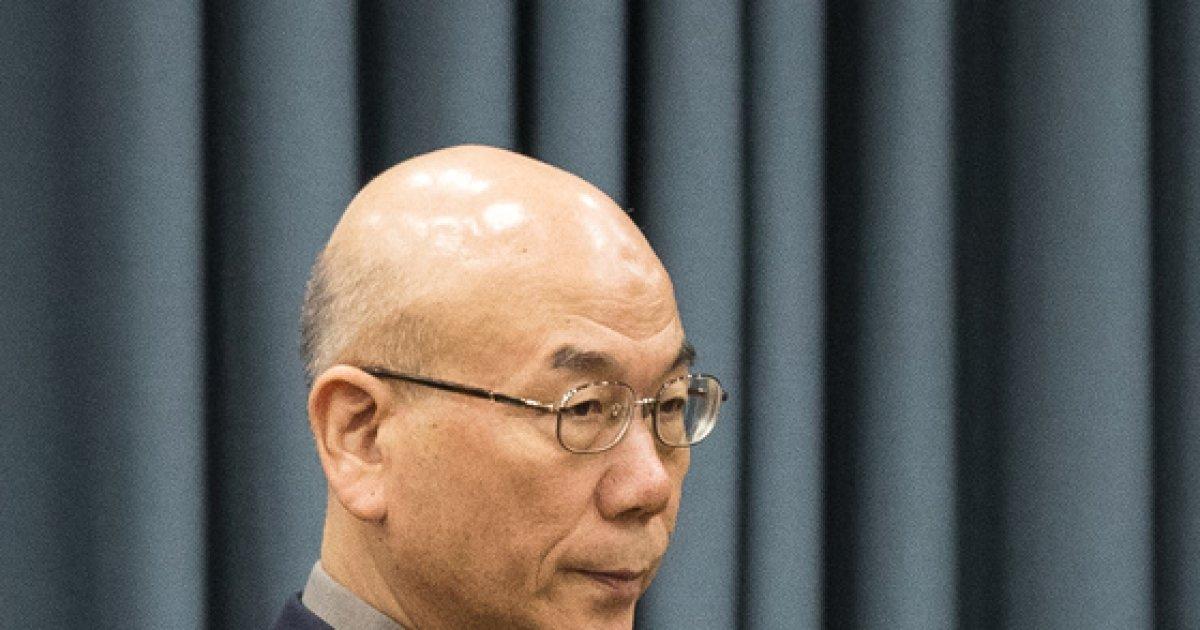 [사진]사회관계장관회의 들어서는 이효성 방통위원장