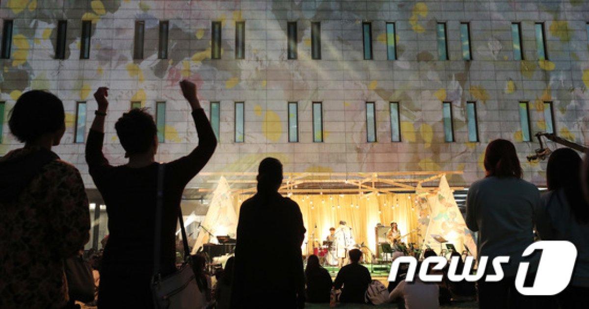 [사진]미디어 파사드 펼쳐진 세종문화회관