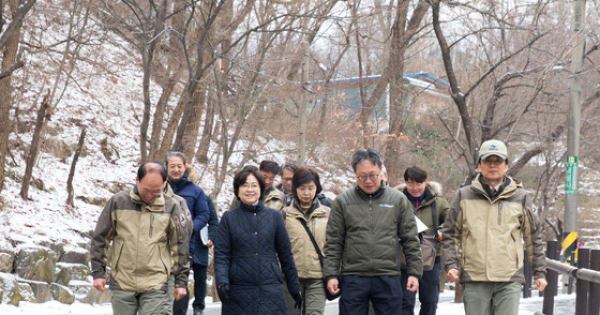 [사진]북한산 국립공원 찾은 김은경 환경부 장관
