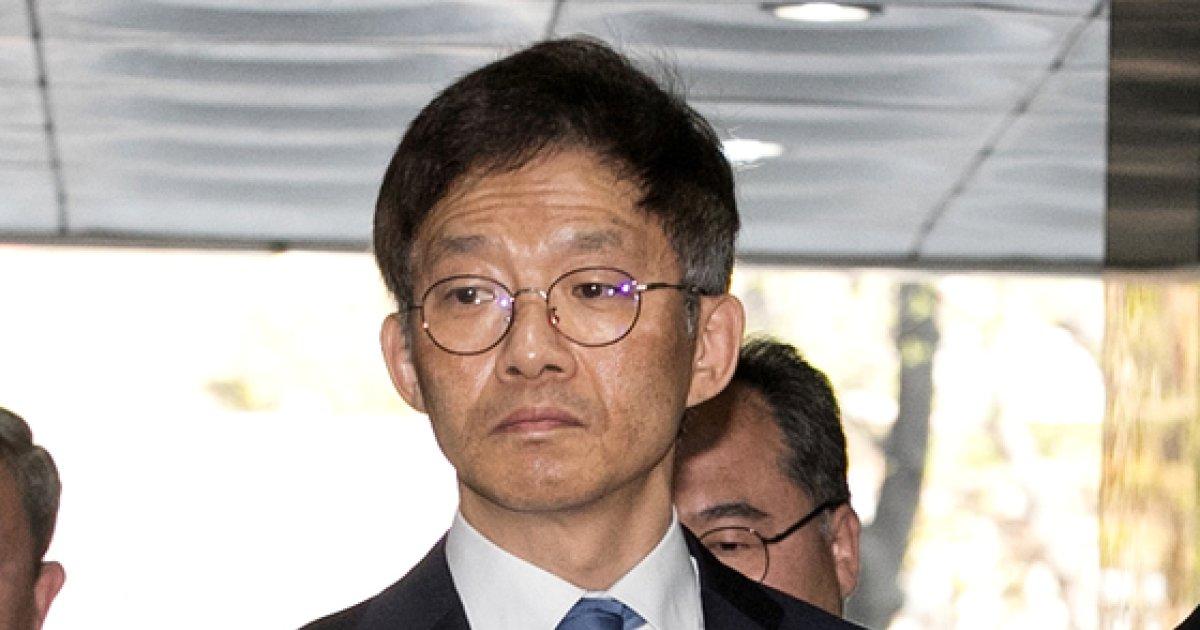 [사진]'서지현 검사 불이익' 영장실질심사 출석하는 안태근 전 법무부 국장