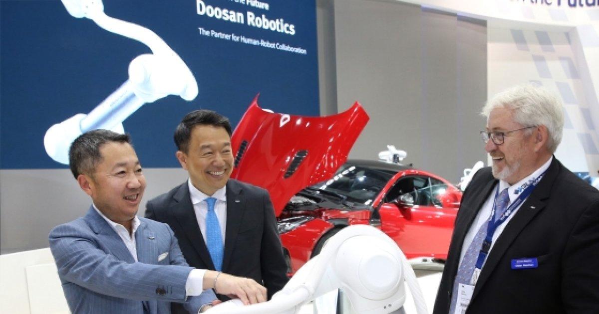 '디지털 두산' 박정원 회장, 유럽 최대 로봇·자동화 박람회 참관