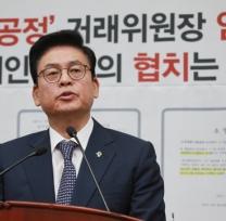 [사진]정우택 '문재인 정부의 협치는 독선?'