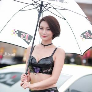 '레이싱모델 박하' 매력적인 자태
