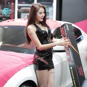 '레이싱모델 민유린' 늘씬한 각선미 뽐내며