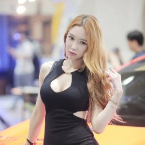 서울오토살롱 포즈취하는모델