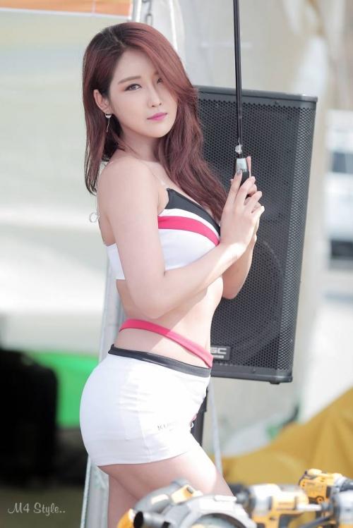 '레이싱모델 유다연' 아찔한 허리라인