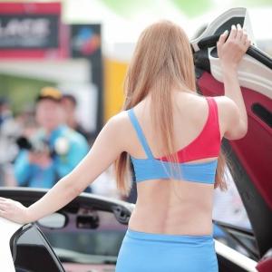 '레이싱모델 제바' 이기적인 몸매