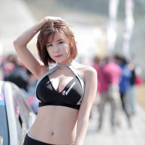 '레이싱모델 류지헤' 뇌쇄적 포즈