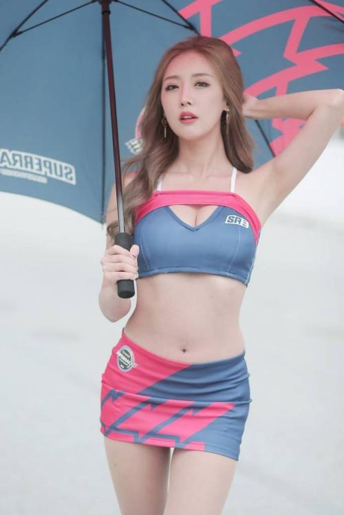 '레이싱모델 한리나' 8등신 각선미