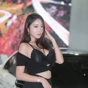 '레이싱모델 김다온' 빛나는 꿀벅지