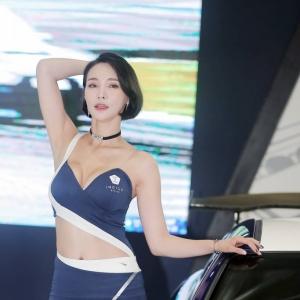 '레이싱모델 박하' 이국적인 미모