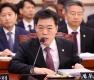 답변하는 김오수 법무부 차관