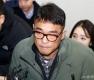 '성폭행 혐의' 김건모, 강남서 출석