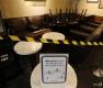 테이블·의자 뺀 스타벅스 '사회적 거리 두기' 강화 운영