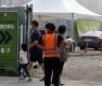 차량들 붐비는 이대서울병원 드라이브스루 선별진료소