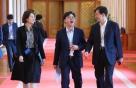 """靑 """"화이트리스트 배제, WTO 협약위반"""" 日에 공식의견 보내"""