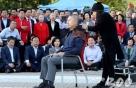 순식간에 20명 깎은 후…'삭발' 말리는 한국당