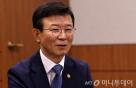 """문성혁 장관 """"해운 산업, 내년 하반기 '터닝포인트'"""""""