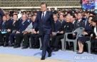 """文 """"권력기관, 국민 위해 존재하는 것"""" 부마항쟁 기념일 첫 참석"""