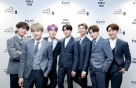 BTS '<strong>무대</strong> 전성시대'…세계 라이브와 시상식 <strong>무대</strong> 휩쓸어