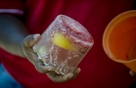 꽝꽝 언 냉동고기 15분 안에 녹이는 법