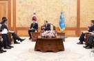 文대통령, 美와 '방위비·지소미아' 대화…정경두·정의용 배석
