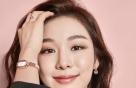 """김연아, 여유로운 미소 담은 화보…""""핑크빛 가득"""""""