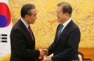"""文 """"한중 협력, 안보·경제에 힘 될것..시진핑과 만남 고대"""""""