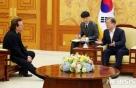 """'평화의 록커' U2 만나 '북핵협상' 의지다진  文…""""통일열망 강해"""""""