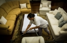 가사노동하는 여성…연 10조8000억 달러 못받고 '공짜'로 일했다