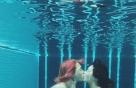 현아♥던의 파격 럽스타그랩…이색 수중 키스