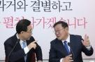 """주호영 찾아온 김태년에…""""원구성 법정시한 지킨다"""" 화답한 野"""