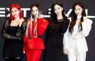 """에스파, 시스루+커트아웃까지 '완벽'…4인4색 패션 """"어디 거?"""""""