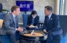 """文 참석 G7 정상회의 '비하인드 컷' 대방출…""""즉석 번개도"""""""